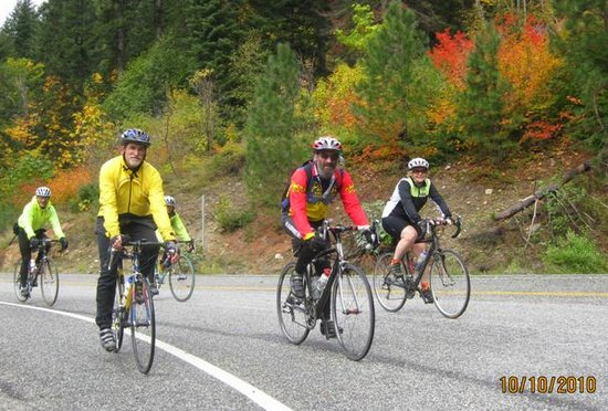 Larry Glickfeld (in red) on his Fall Foliage tour of the Lake Wenatchee area.